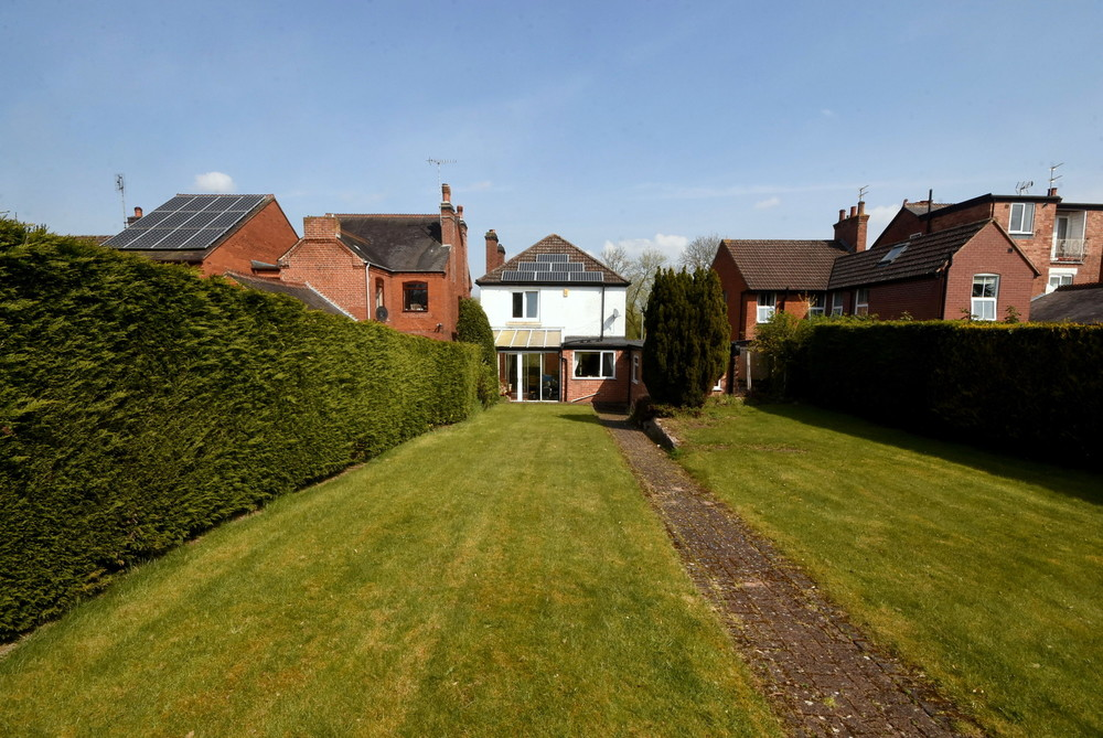 **NEW INSTRUCTION** Lyncroft, 8 Dovecliff Road, Rolleston on Dove